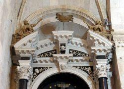 monuments-1675415_1280